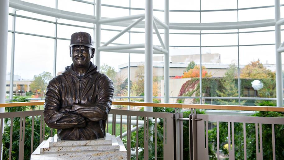 Statue of U-M coach Bo Schembechler in the Frankel Cardiovascular Center
